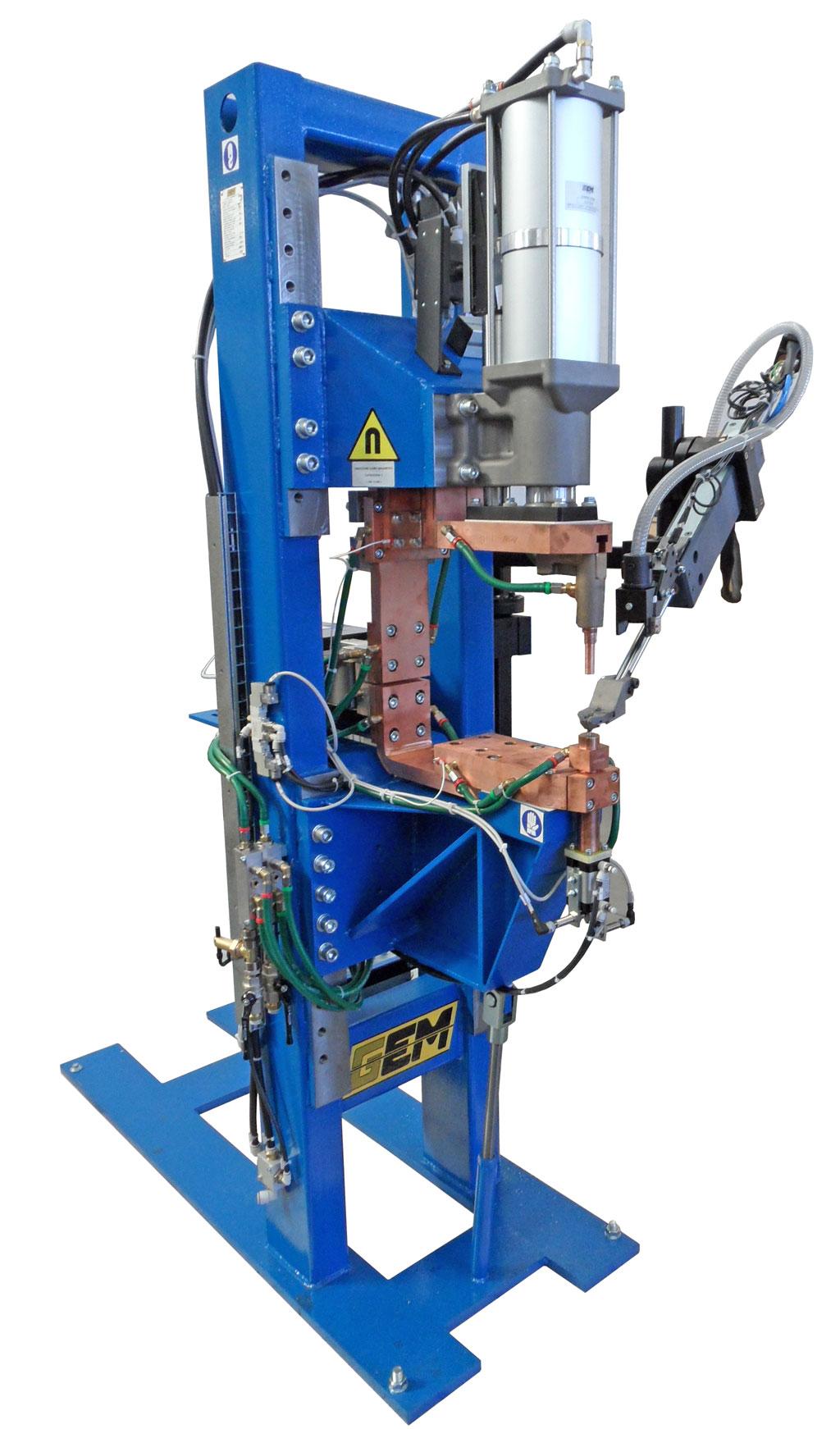 Impianto di moduli di saldatura con caricatori di dadi