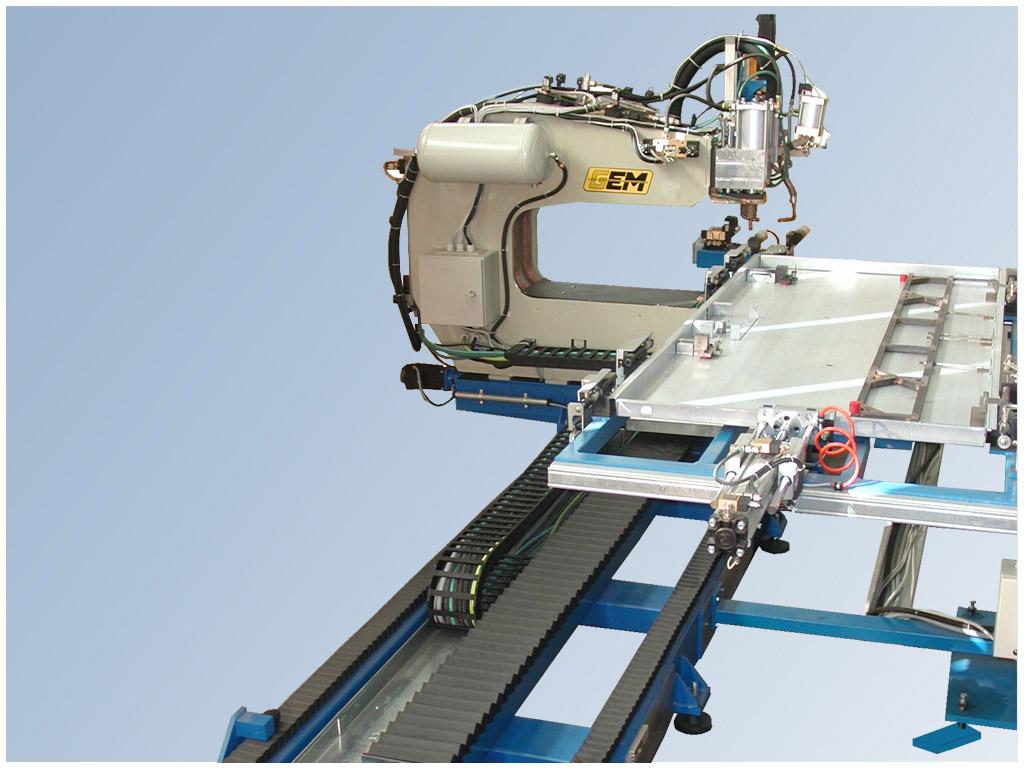 Marta System 9 ax per la saldatura di porte blindate